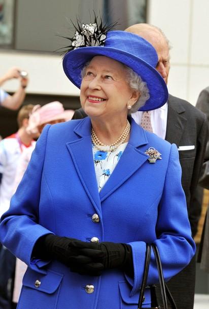Queen-Elizabeth-Olympics-the-british-royal-family-fashion
